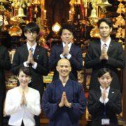 新人と住職と太田講師の写真