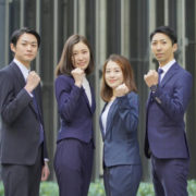 新入社員4名の写真